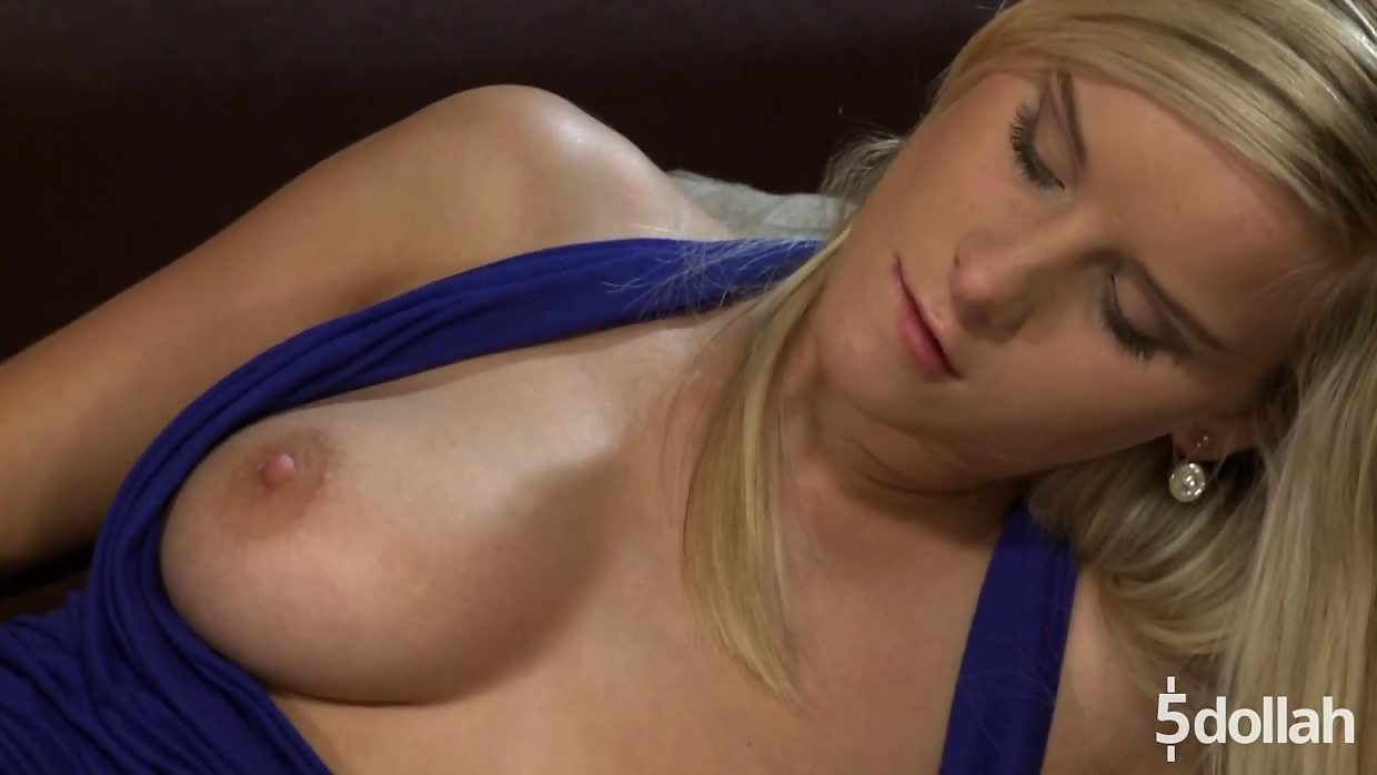 Hot Blonde Marry Queen Enjoys Kingsize Cock In Doggie Style